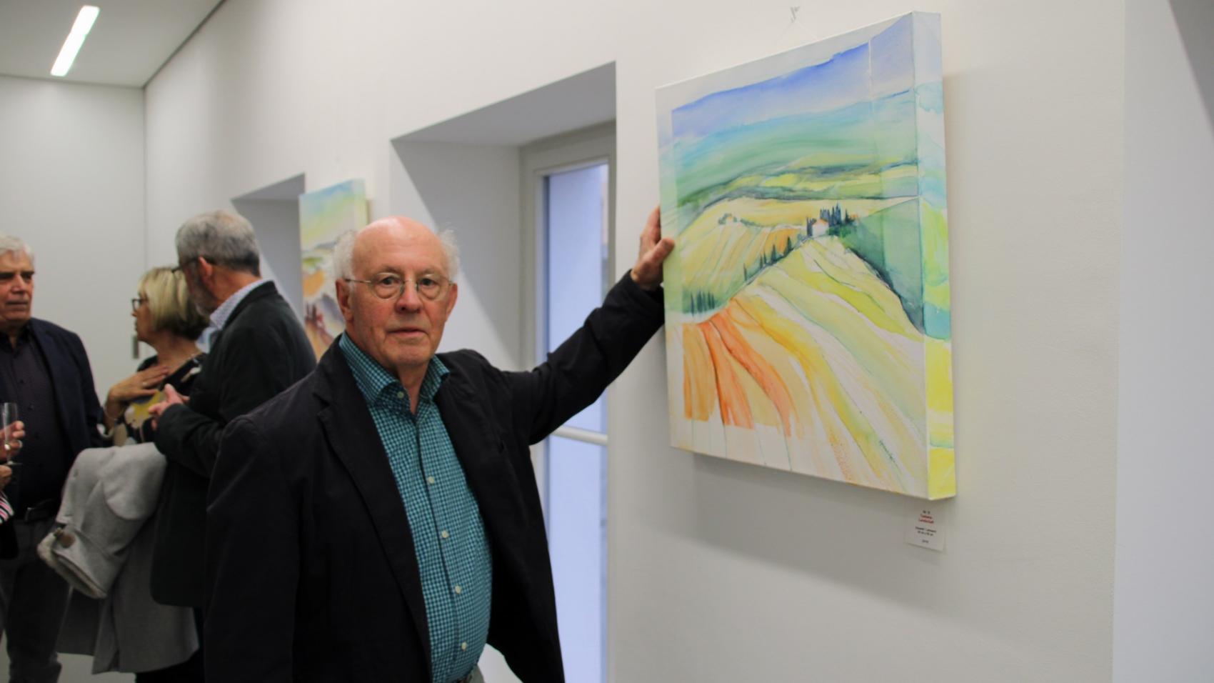 Herbert Heß vor einem seiner Werke